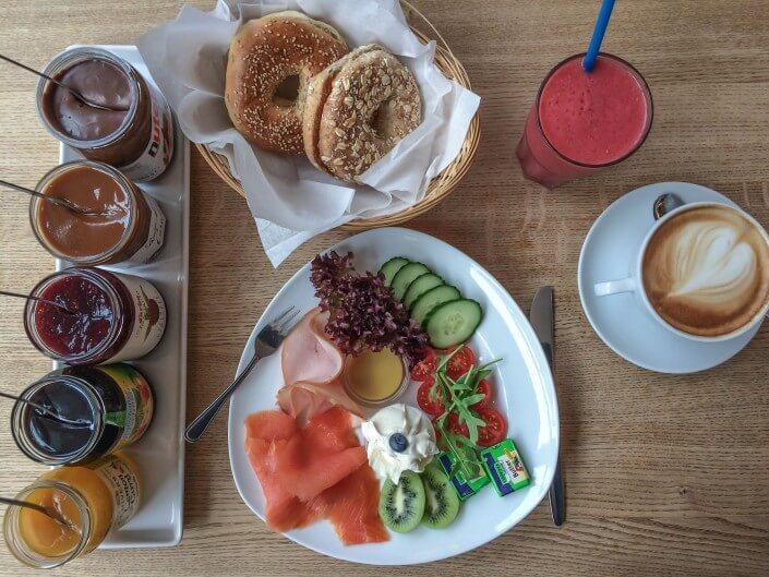 CafeCafe in Ehrenfeld, Bagel-Frühstück ©Angelika Schwaff