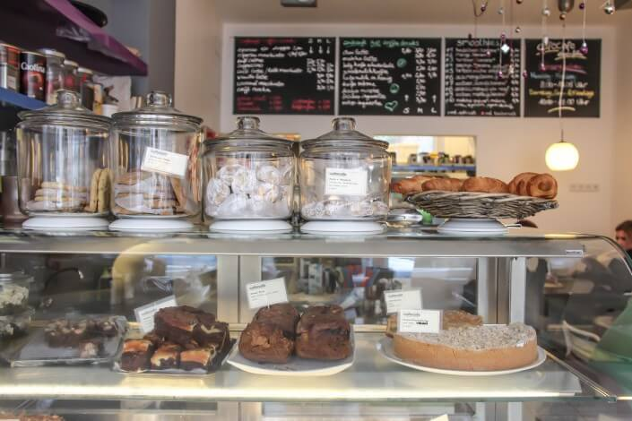 CafeCafe in Ehrenfeld, Theke ©Angelika Schwaff