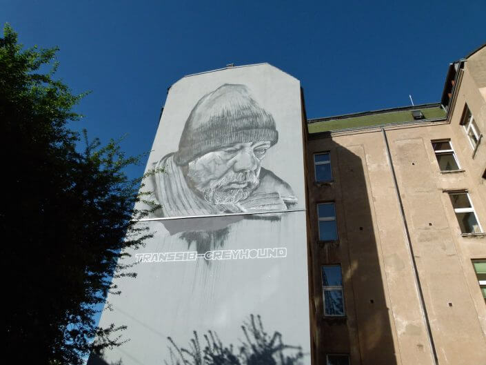 """Hendrik ECB Beikirch, """"Transsib Greyhound"""", Mural zur gleichnamigen Ausstellung, Bismarckstraße, 2013, Foto: Sascha Klein"""
