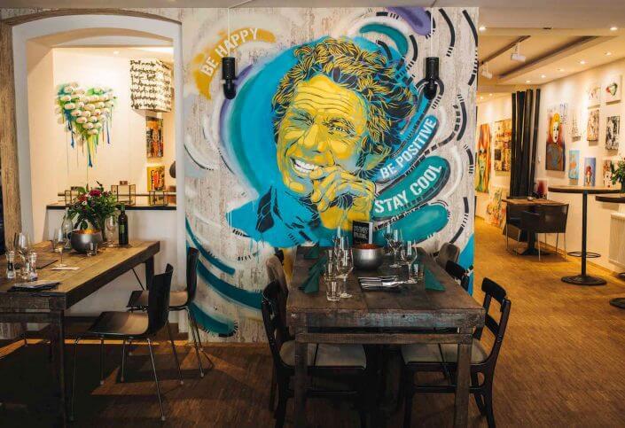 Kunstbruder: Mural und Ausstellung im Speiseraum, Foto: Silviu Guiman