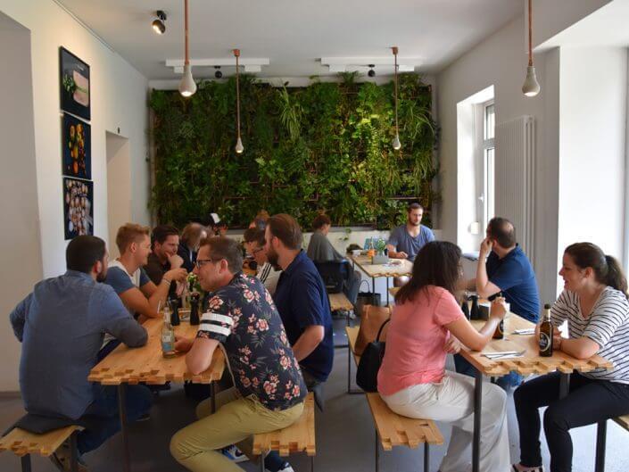 LADEN EIN, Restaurant