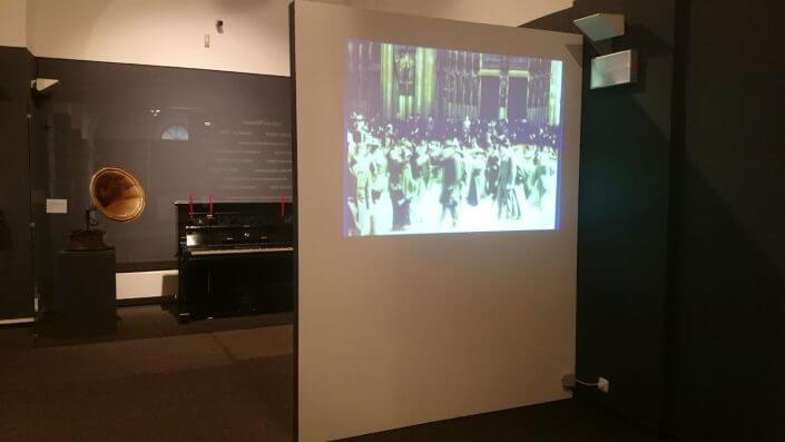 Erste Filmaufnahmen: Blick in die Ausstellung (Foto: KSM)