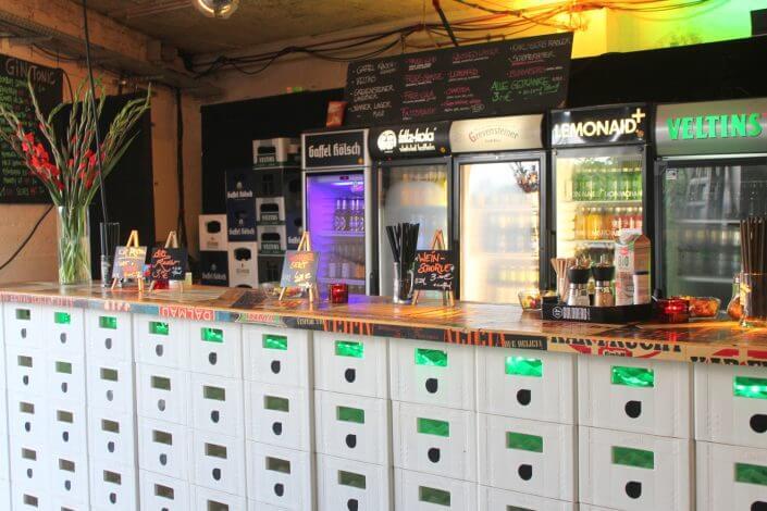 Flohmarkt: Nachtkonsum, Bar