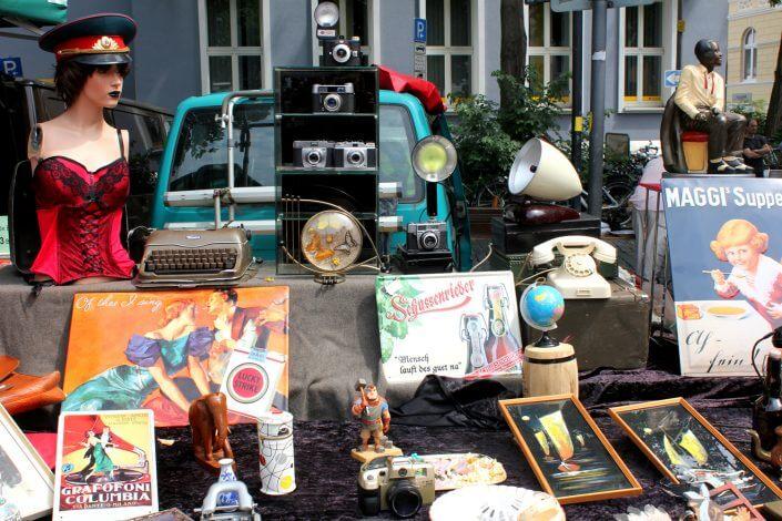 Flohmarkt: Wilhelmplatz in Nippes, Kuriositäten