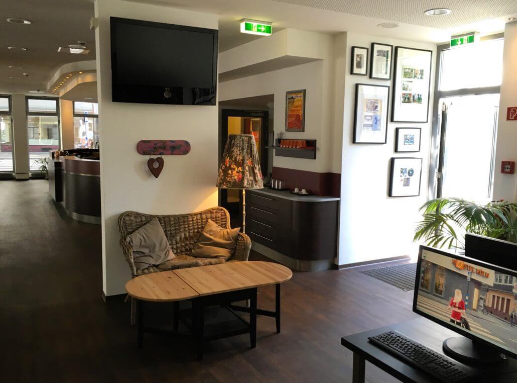 five hostels with special atmosphere good night cologne. Black Bedroom Furniture Sets. Home Design Ideas