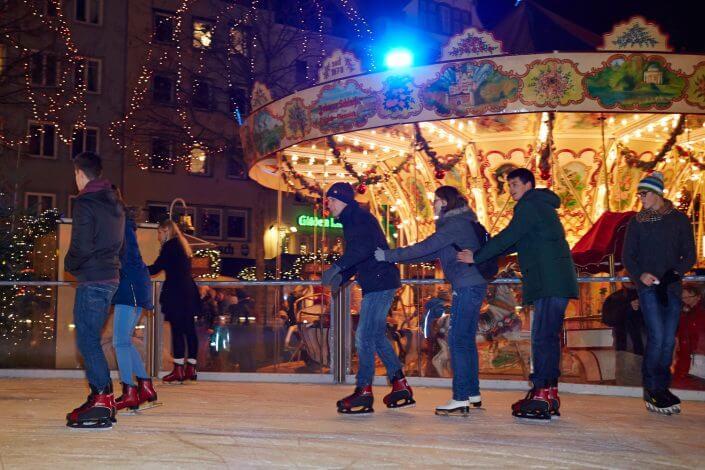 Weihnachtsmarkt in Köln, Heimat der Heinzel, Eisbahn ©KölnTourismus GmbH, Dieter Jacobi