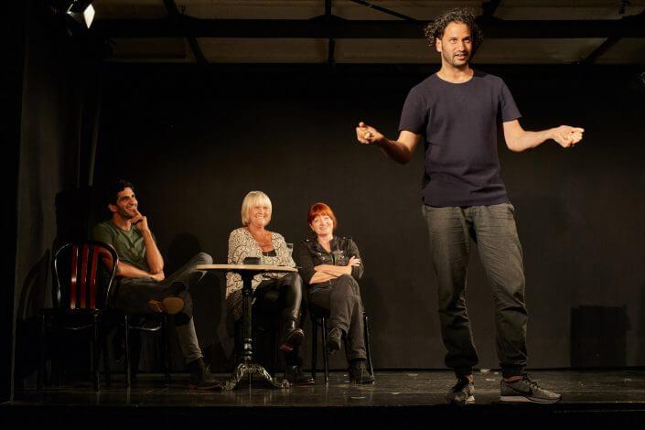 Kölner Lesereihen: Tu etwas Mond an das, was du schreibst; Usama Elyas performt, Foto: Herbert Groß