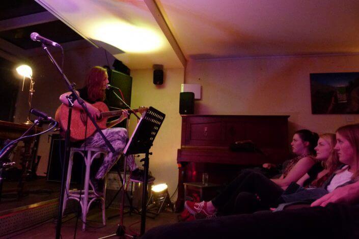 Kölner Lesereihen: Annika Günther musiziert, Foto: Sascha Klein