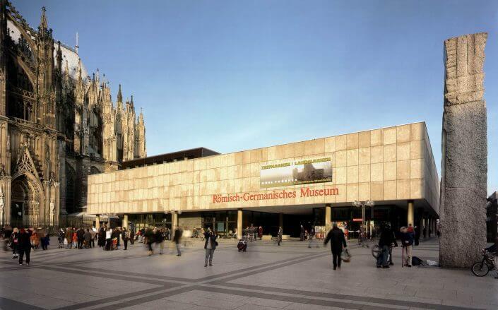 Das Römisch-Germanische Museum vom Roncalliplatz aus. Foto: Römisch-Germanisches Museum / Rheinisches Bildarchiv Köln