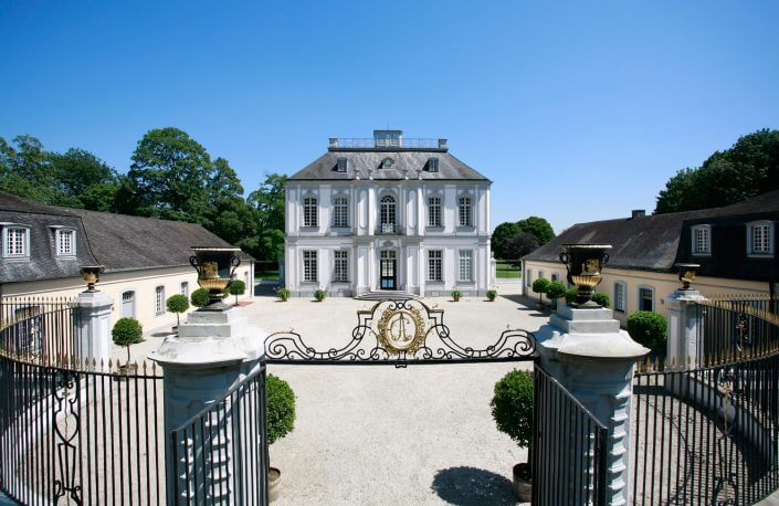 Schloss Falkenlust, Aussenansicht West. ©UNESCO-Welterbestätte Schlösser Augustusburg und Falkenlust. Fotograf: Horst Gummersbach