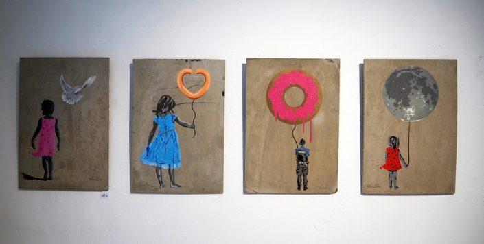 """Stencils auf Betonplatten von SeiLeise, Soloausstellung """"Lautlos"""", 2016, Foto: Kunst&So"""