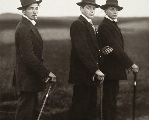August Sander: Jungbauern, 1914. © Die Photographische Sammlung/SK Stiftung Kultur – August Sander Archiv, Köln; VG Bild-Kunst, Bonn, 2017. Fotografie-Institutionen in Köln