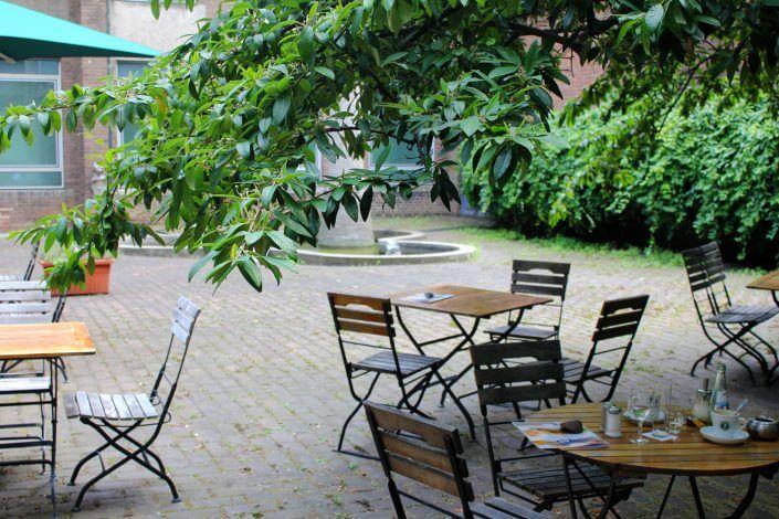 Innenhof des Museum für Angewandte Kunst Köln - Oasen der Ruhe in Köln