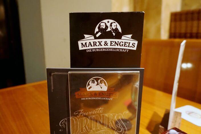 Marx & Engels, Karte