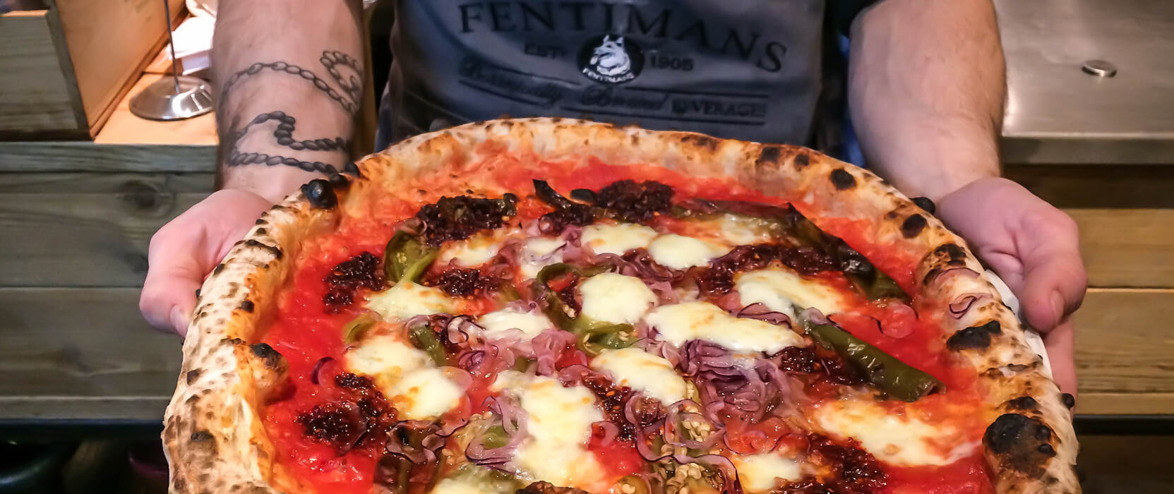 Neapolitanische Pizza aus dem Restaurant 485Grad in Köln