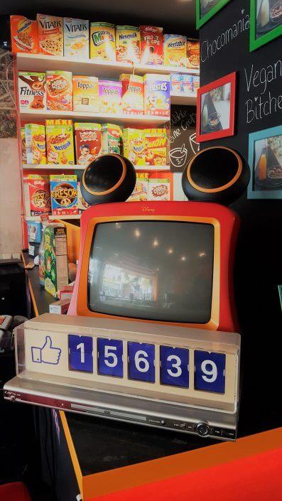 Flakes Corner, Fernseher