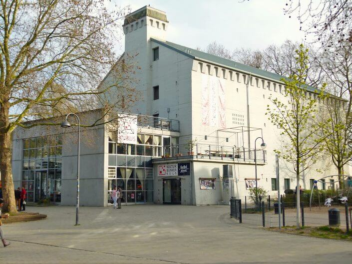 Kulturbunker mit Café KUBUS und Spielplatz