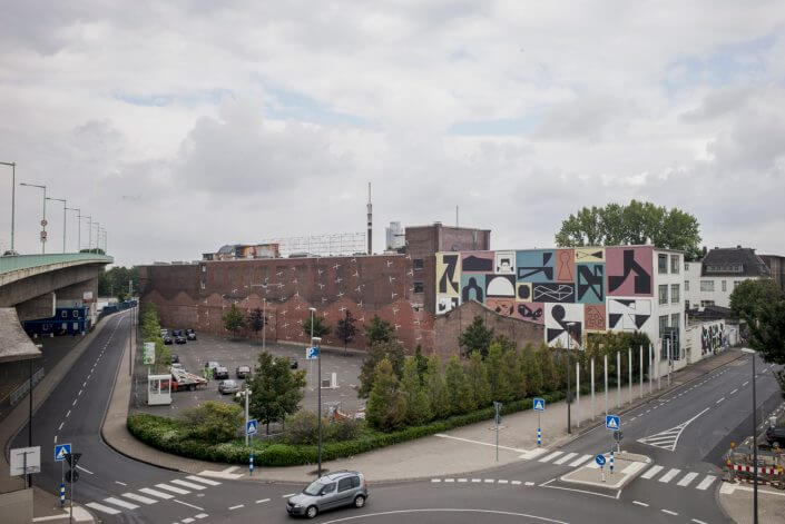 South front of Kunstwerk with murals by Erosie (right) and Office for Subversive Architecture (left), photo: Robert Winter