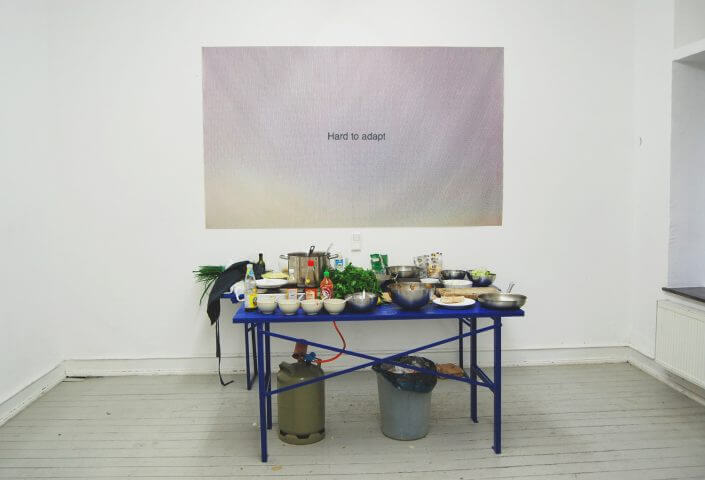 """Ansicht der Ausstellung """"Hard to Adapt"""" von Edi Danartono und Felix Bröcker, 2015, Foto: Felix Bröcker"""