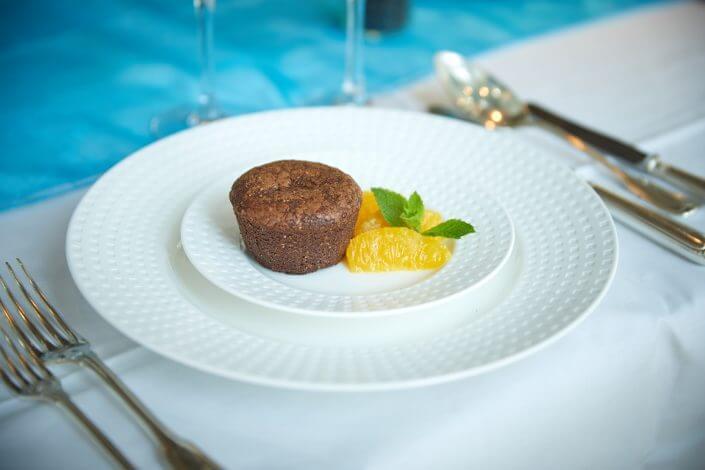 Anzeige: 4711 Duftmenü: Dessert, Schokoladentörtchen mit Orangen, ©Axel Schulten