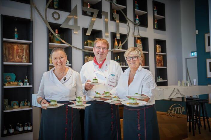 Anzeige: 4711 Duftmenü: Koch Alexander Eisenmenger von cocina móvil mit seinem Team, ©Axel Schulten