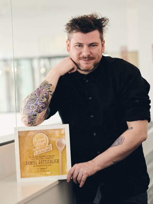Daniel Gottschlich mit seiner Auszeichnung