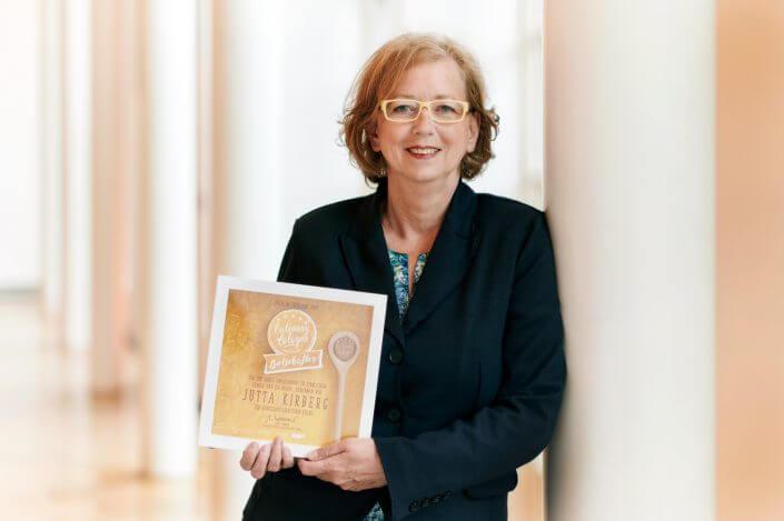 Jutta Kirberg mit ihrer Auszeichnung