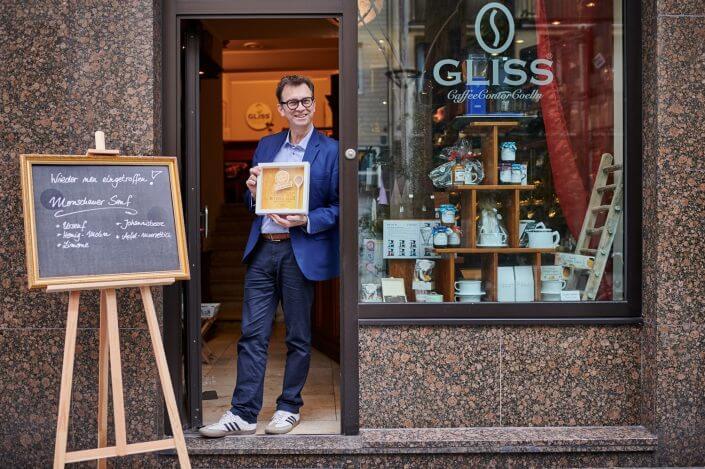 Michael Gliss mit seiner Auszeichnung