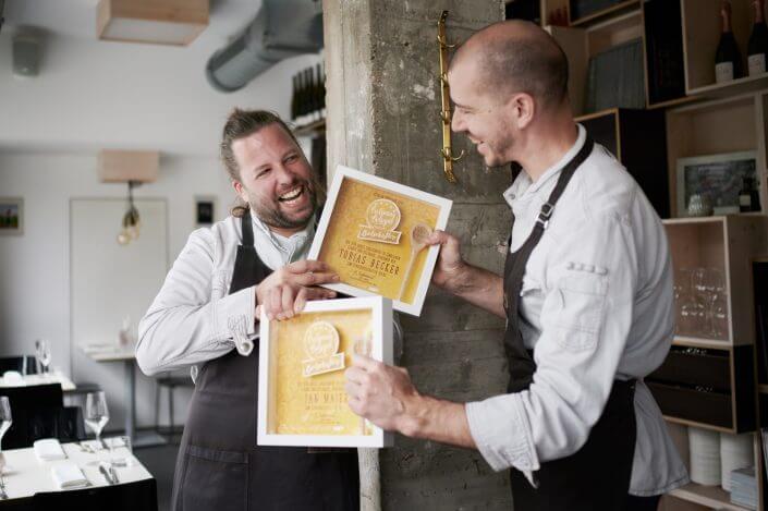 Jan C. Maier und Tobias Becker mit ihrer Auszeichnung