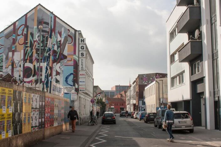 CityLeaks Urban Art Festival 2019 - Blick in die Lichtstraße mit Mural von Ripo