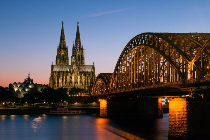 Dom und Hohenzollerbrücke bei Dämmerung, ©www.badurina.de