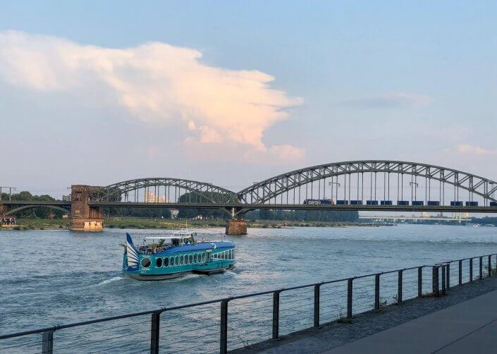 Joggen und Sightseeing - 5 schöne Laufstrecken in Köln | Südbrücke und Moby Dick, ©Ralf Johnen